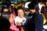 Amigos de Teodora Vásquez la reciben en las afueras de Cárcel de Mujeres. Foto Diario Co Latino/ David Martínez.