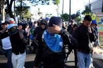 Algunos miembros de las caravana decidieron tapar sus rostros para evitar identificarse, pues aseguraron corren peligro de ser deportados. Foto Diario Co Latino/ David Martínez.