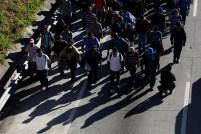 """Se estima que un aproximado de 150 pesonas buscan eel """"sueño americano"""". Foto Diario Co Latino/ David Martínez."""