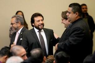 El primero en llegar al evento fue Félix Ulloa, quien charló con miembros del Cuerpo Diplomático. Foto Diario Co Latino/ David Martínez.