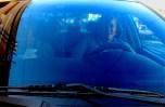 Roxana rodas dice que su oficio como taxista le ha generado una buena red de clientes que confían en su persona, ella se rebusca para ofrecer una carrera inmediata a quien le pida el viaje. Foto Diario Co Latino/ Ludwin Vanegas