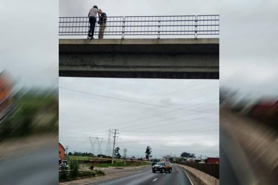 PRF impede suicídio de uma mulher na BR-386 em Soledade