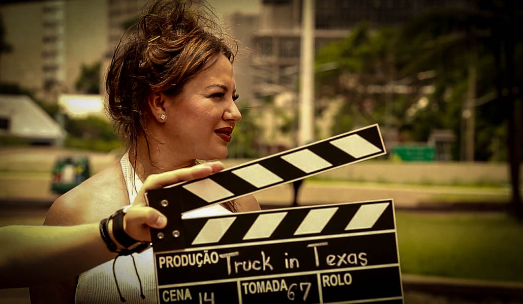 Atriz internacional Cris Lopes vive Marilyn Monroe francesa no longa metragem Truck in Texas