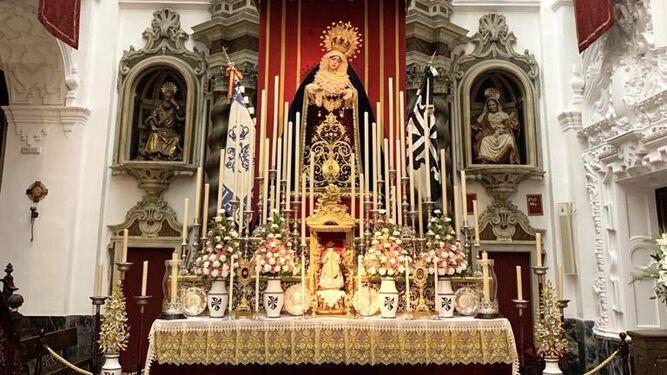 Altar de los cultos de la Reina de Todos los Santos de la hermandad de La Cena.