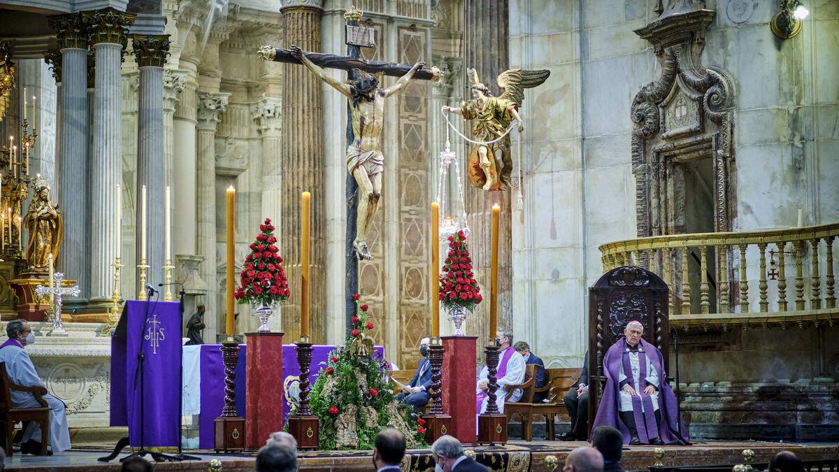 Vía Crucis de Piedad en el interior de La Catedral.
