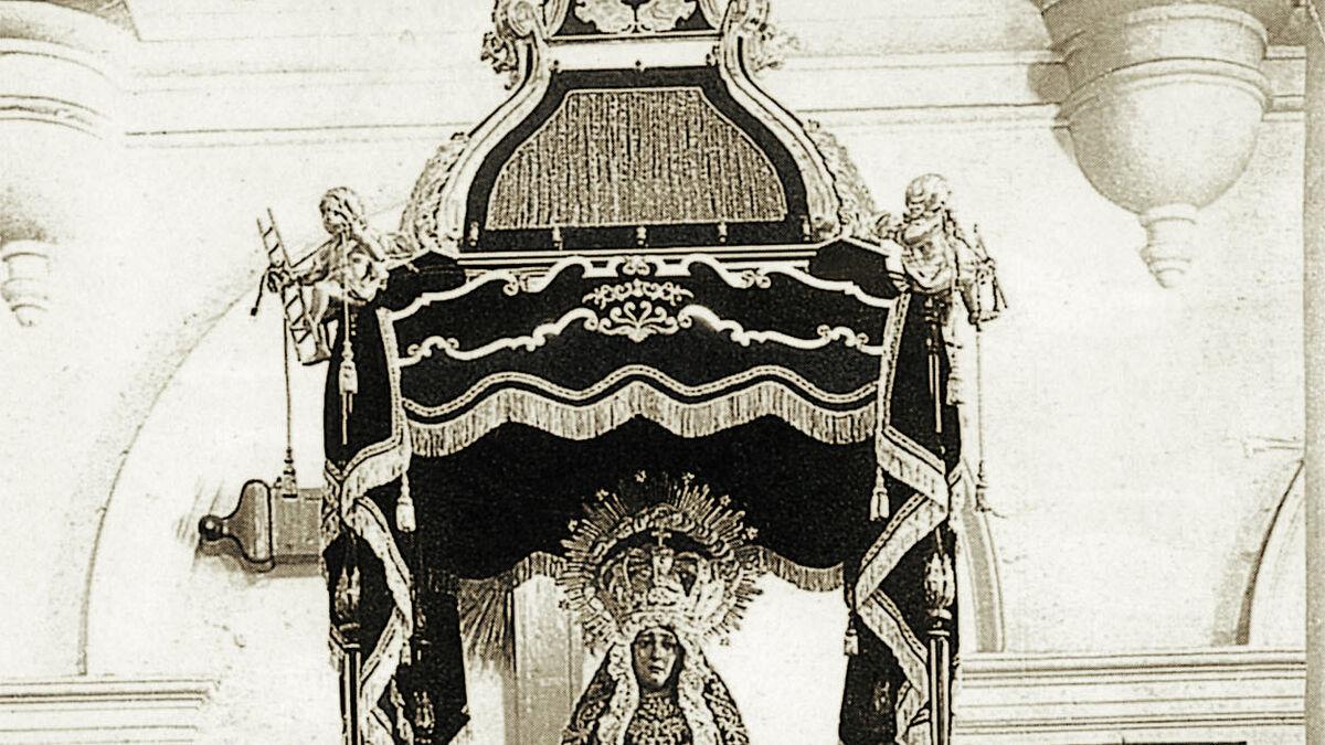 Virgen de la Soledad en su antiguo paso de templete