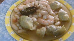 Alubias con alcachofas y gambas, receta con conservas.