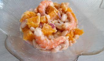 Ensalada de alubias con naranja y gambas