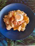 Ensalada de patata, langostinos y mango