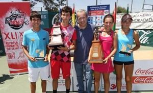 Silvia Vargas y Mario González, campeones del memorial de tenis 'Manuel Alonso'