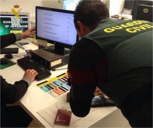 Detenido en Torrevieja por intentar robar en un comercio amenazando a la dependiente con un cuchillo de cocina