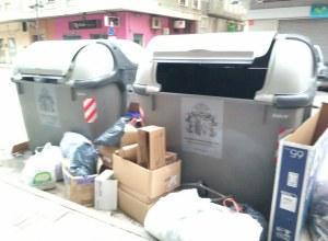 Orihuela pide colaboración ciudadana para frenar el depósito de bolsas de basura fuera de los contenedores