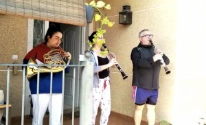 El Coronavirus da lugar a un festival en los balcones organizado por la FSMCV en la mañana del 19 de marzo