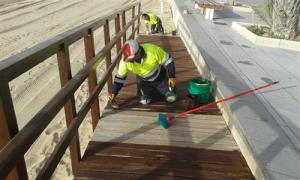 Torrevieja repara varias zonas del litoral tras el paso de 'Gloria'