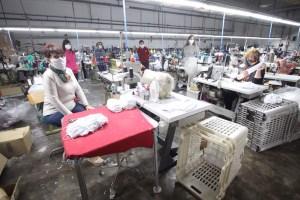 La cooperativa de mujeres aparadoras de Rojales se suma a la ola solidaria confeccionando más de un millar de mascarillas