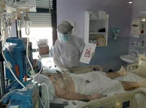 La UCI del Hospital Vega Baja establece un canal de comunicación con los familiares de los pacientes ingresados a través de cartas