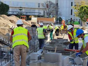 Una empresa oriolana trabaja día y noche en la construcción del hospital de campaña de Alicante