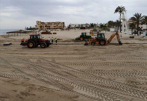 Limpieza Viaria y RSU intensifican las labores de limpieza en playas, paseos marítimos y zona periplayera