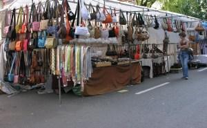 Pilar de la Horadada reanuda su mercadillo semanal de los viernes con nueva ubicación