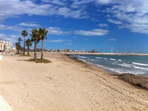 La Generalitat contratará a 417 jóvenes en la provincia como auxiliares de playa