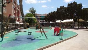Los niños de Bigastro pueden disfrutar desde hoy de sus parques infantiles