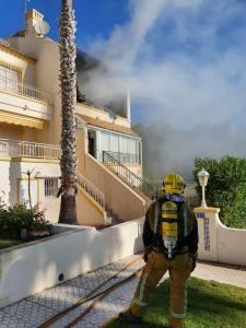 Fallece una mujer de 69 años tras explotar e incendiarse su vivienda en Orihuela Costa