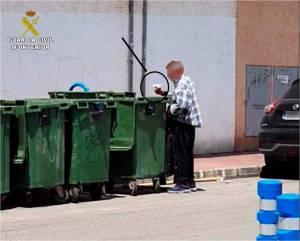 Detienen dos veces en menos de una semana a un hombre por quemar contenedores en Torrevieja