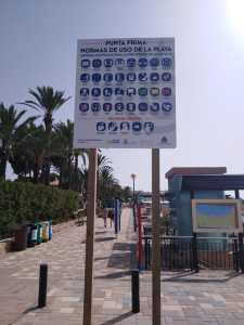 La Concejalía de Turismo coloca carteles informativos sobre recomendaciones de uso y medidas de higiene en las playas de Orihuela