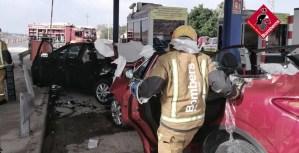 Accidente con siete heridos en el peaje de la Zenia, entre los que una mujer ha tenido que ser excarcelada por los bomberos