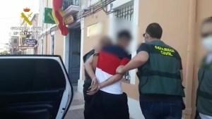 La Guardia Civil detiene a una banda especializada en robar dentro de vehículos en campos de golf