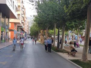 Orihuela mantendrá sólo Los Andenes cortado al tráfico y lo reabre en el resto de calles del casco urbano