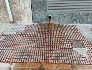 Vecinos de Almoradí denuncian sacrificios de corderos en zonas comunes de un inmueble