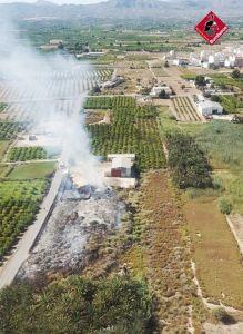 Arden 350 metros cuadrados de matorral en Albatera