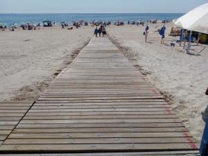 Pilar de la Horadada pone en marcha el plan de playas accesibles y baño adaptado