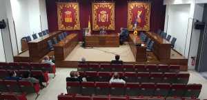 El Rotary Club invierte en la mejora del entorno del emblemático árbol de los Mazones de Almoradí