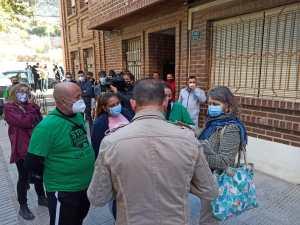Aplazan el desahucio de tres familias residentes en un mismo edificio en Orihuela