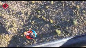 Los bomberos rescatan a un senderista herido en la sierra de Orihuela