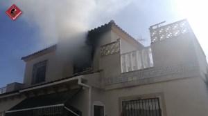 Una personas sufre quemaduras en el incendio de un bungalow en Torrevieja