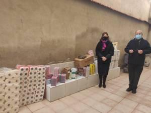Festividades colabora en la campaña solidaria, junto a la Asociación de Fiestas de Moros y Cristianos, con productos de primera necesidad donados a Cáritas Orihuela