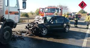 Fallece el conductor de un coche tras chocar contra un camión en la CV-91, en Rojales