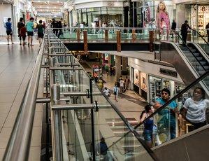 La Policía de la Generalitat reforzará el control de aforos en las grandes superficies comerciales