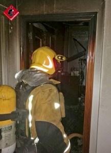 Un incendio calcina un bungalow en Torrevieja