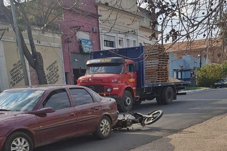 Dos personas lesionadas tras un accidente de tránsito frente al Parque Ferré