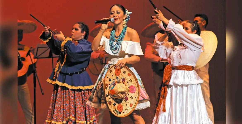 Rosy Arango Deleito Al Publico Con Musica Mexicana En El Teatro Ocampo