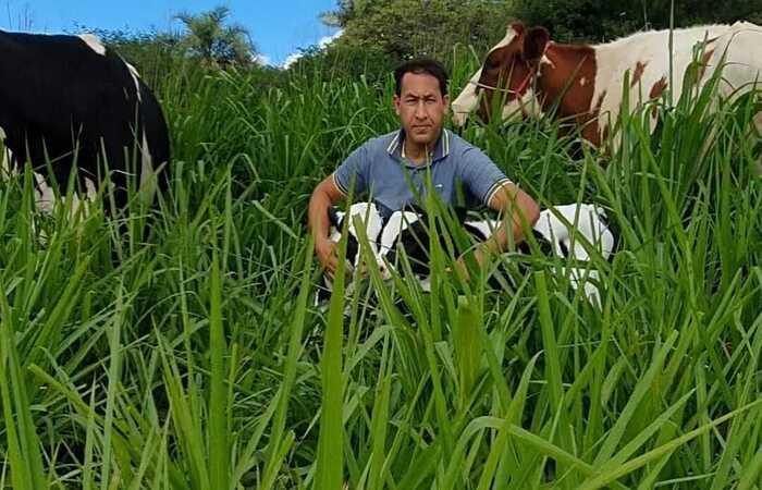 O produtor Merinaldo Alves, 40 anos, é pecuarista da Fazenda Santo Antônio, no município de Brejão, Agreste de Pernambuco.  (Foto: Arquivo pessoal)