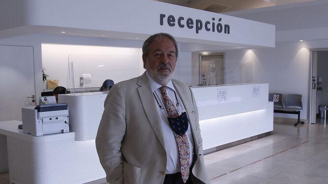 El doctor Alfonso Carmona, en uno de los centros IHP Pediatría.