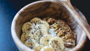 Yogur con nueces y plátano