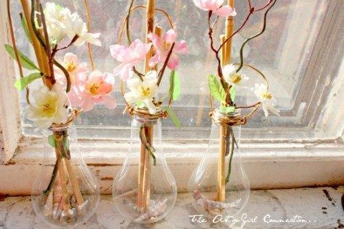 diy light bulb vases 1 - Decorar con una Bombilla