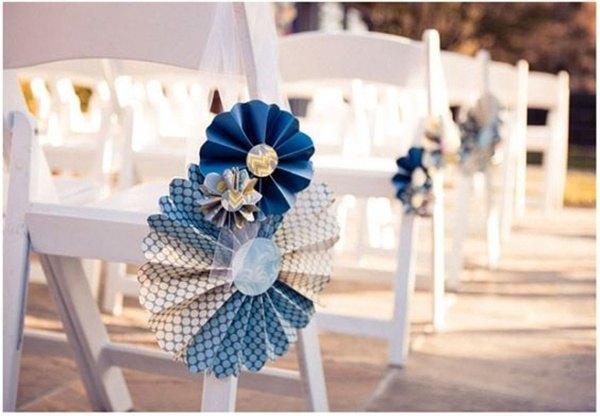 sillas con molinillos de papel
