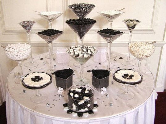 mesa de dulces negro y blanco